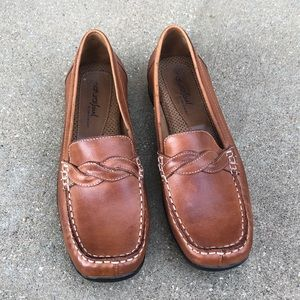 Naturalizer tan leather loafers
